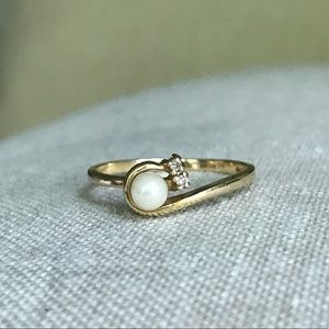 Jewelry - 14k Gold Delicate Pearl and Diamond Ring, Sz 6